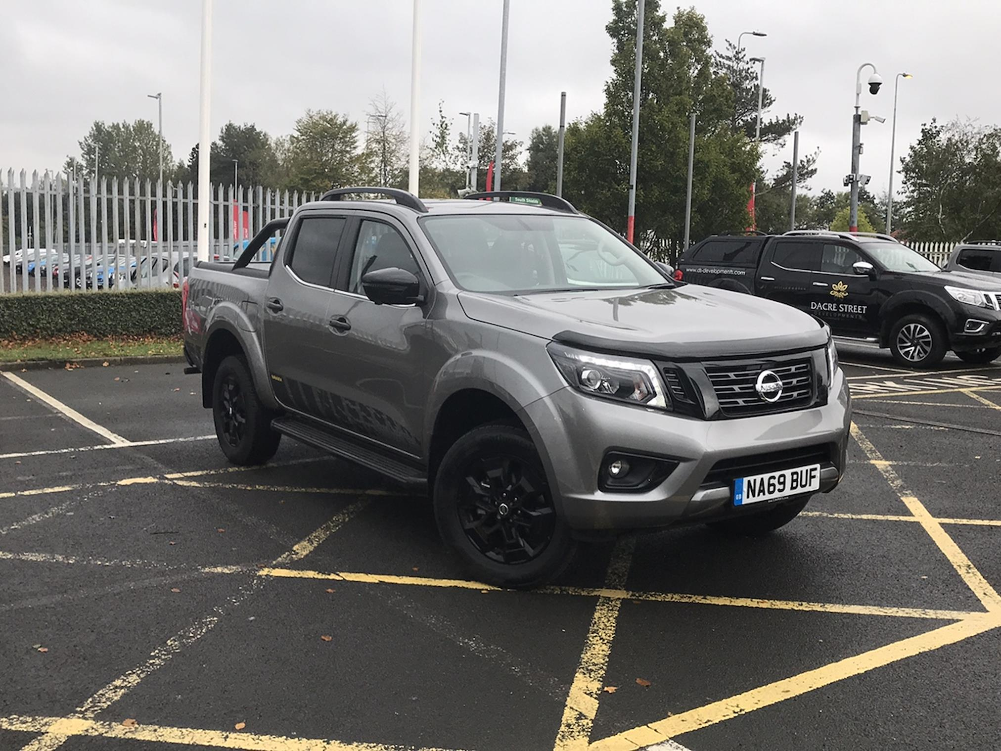 Dealer New Navara Nissan Double Cab Pick Up N Guard 2 3dci