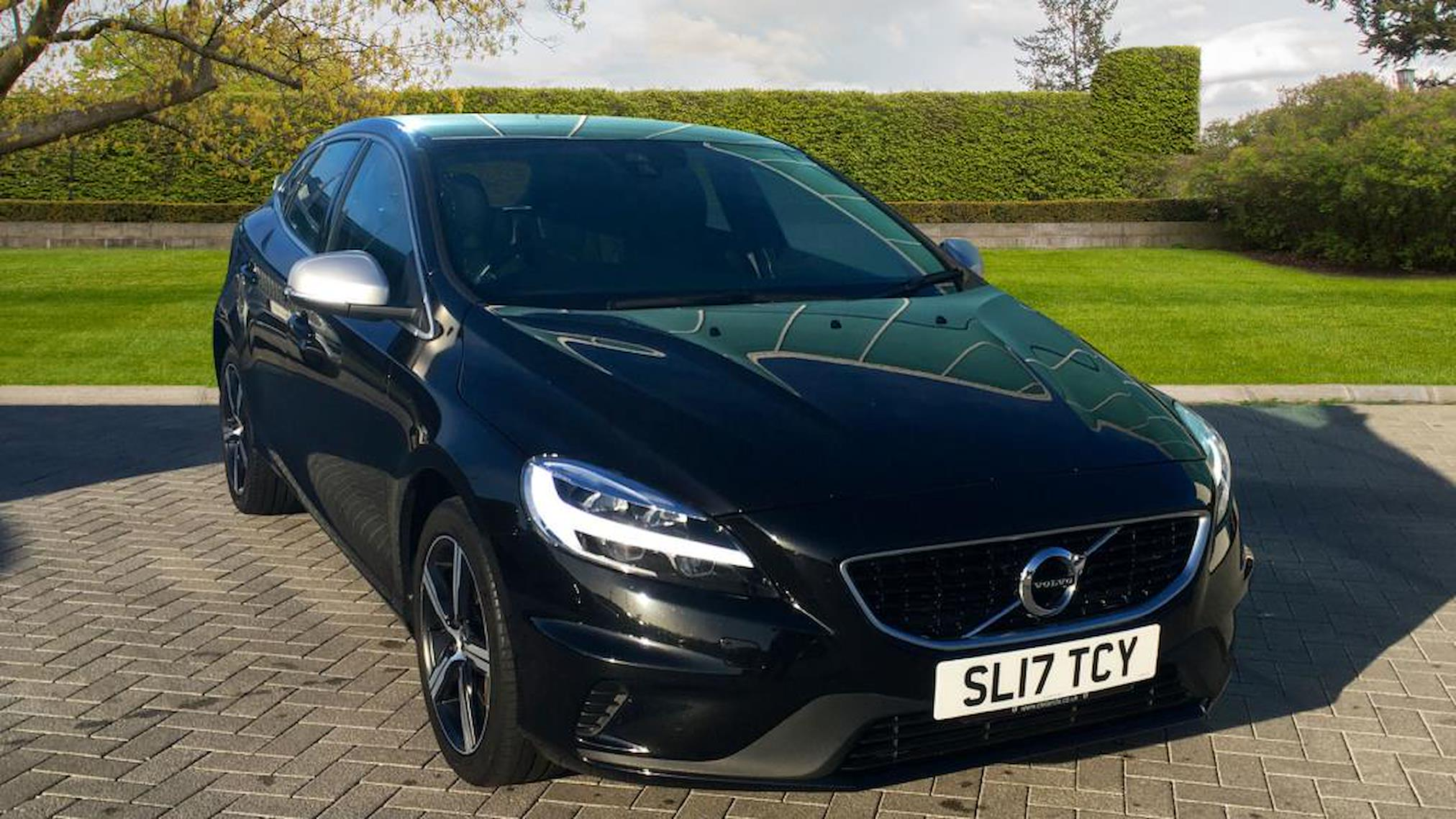 Used V40 Volvo T3 152 R Design Nav Plus 5dr Geartronic 2017 Lookers